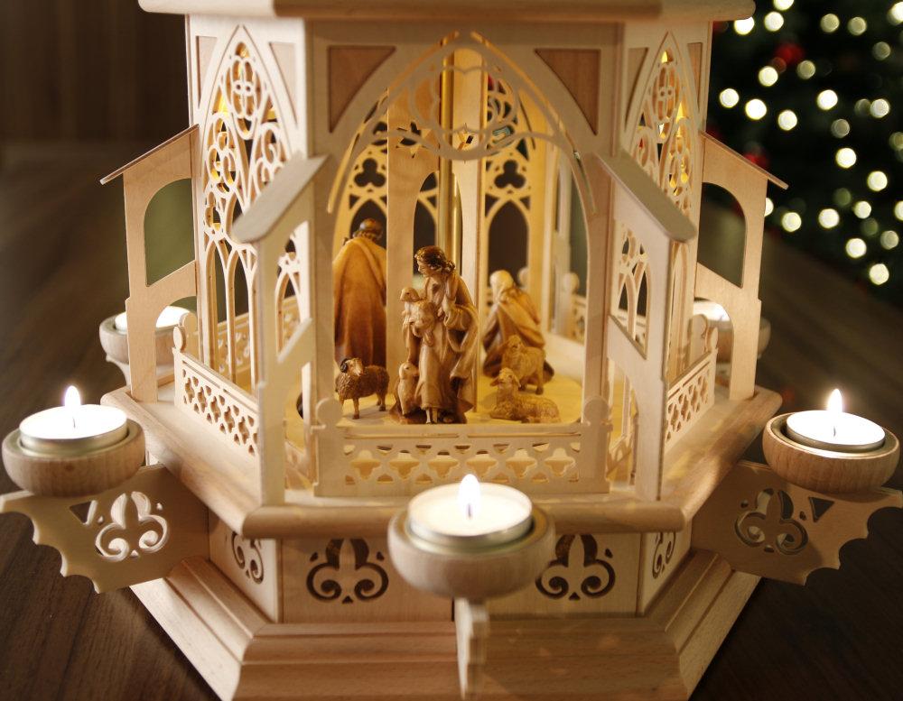 original weihnachtspyramiden aus dem erzgebirge gotische teelicht pyramide mit dolfi. Black Bedroom Furniture Sets. Home Design Ideas