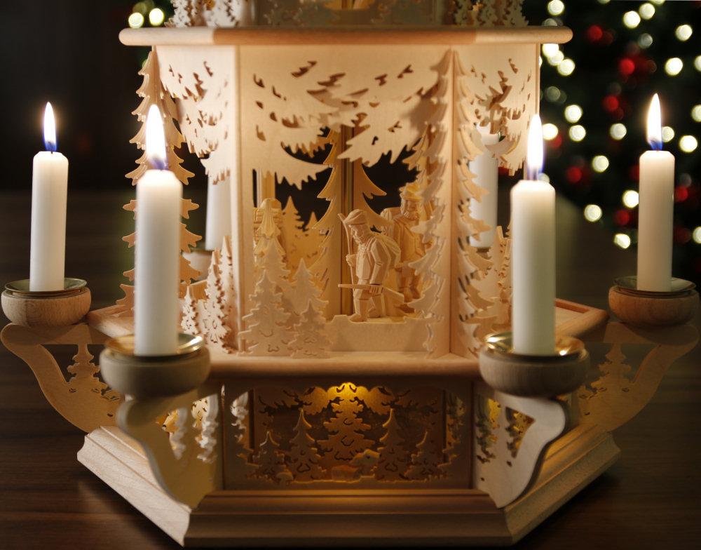 original weihnachtspyramiden aus dem erzgebirge waldmotiv pyramide mit teelicht modell j ger. Black Bedroom Furniture Sets. Home Design Ideas