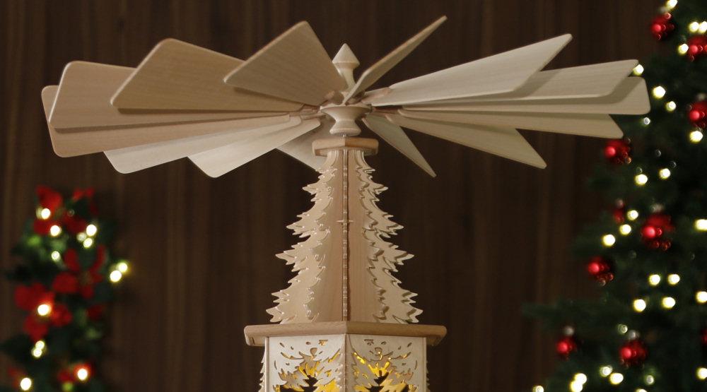 original weihnachtspyramiden aus dem erzgebirge waldmotiv pyramide mit kerzen modell bergmann. Black Bedroom Furniture Sets. Home Design Ideas