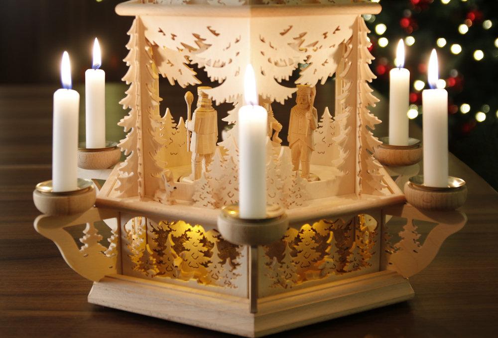 original weihnachtspyramiden aus dem erzgebirge waldmotiv pyramide mit teelicht modell bergmann. Black Bedroom Furniture Sets. Home Design Ideas
